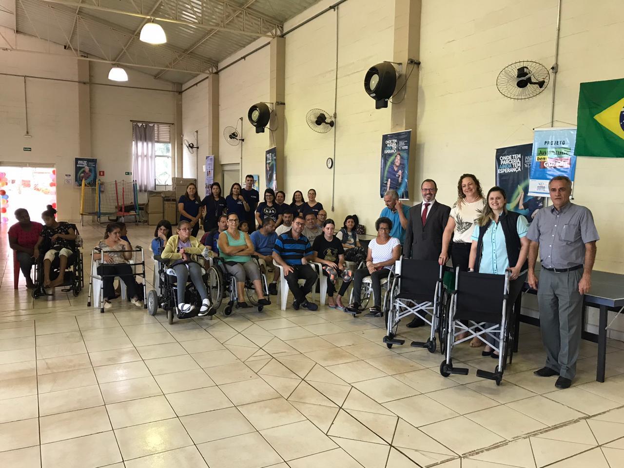 AINDA recebe doação de cadeiras de rodas do projeto Mastermind