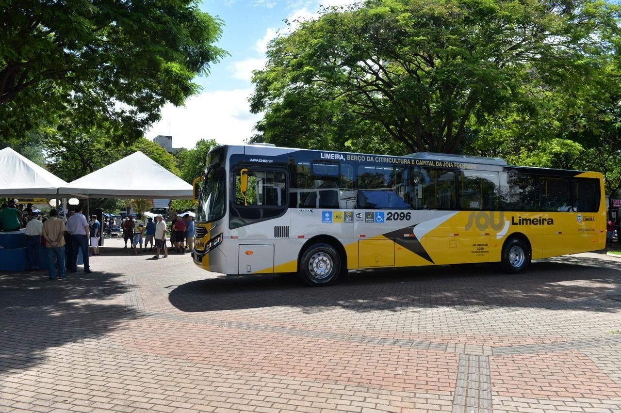 Novos ônibus do transporte são apresentados à população de Limeira