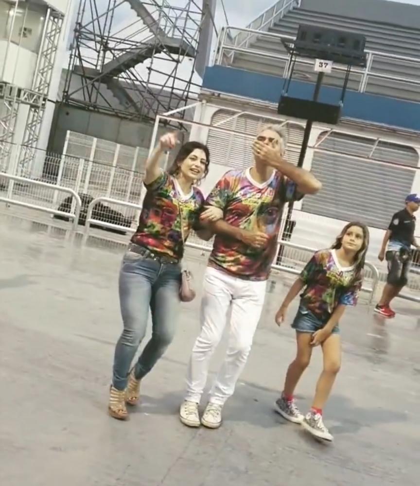 Em homenagem ao Pai Chico Anysio, o ator Nizo Neto e a ex Panicat Tânia Oliveira participam de Ensaio Técnico no Sambódromo em SP