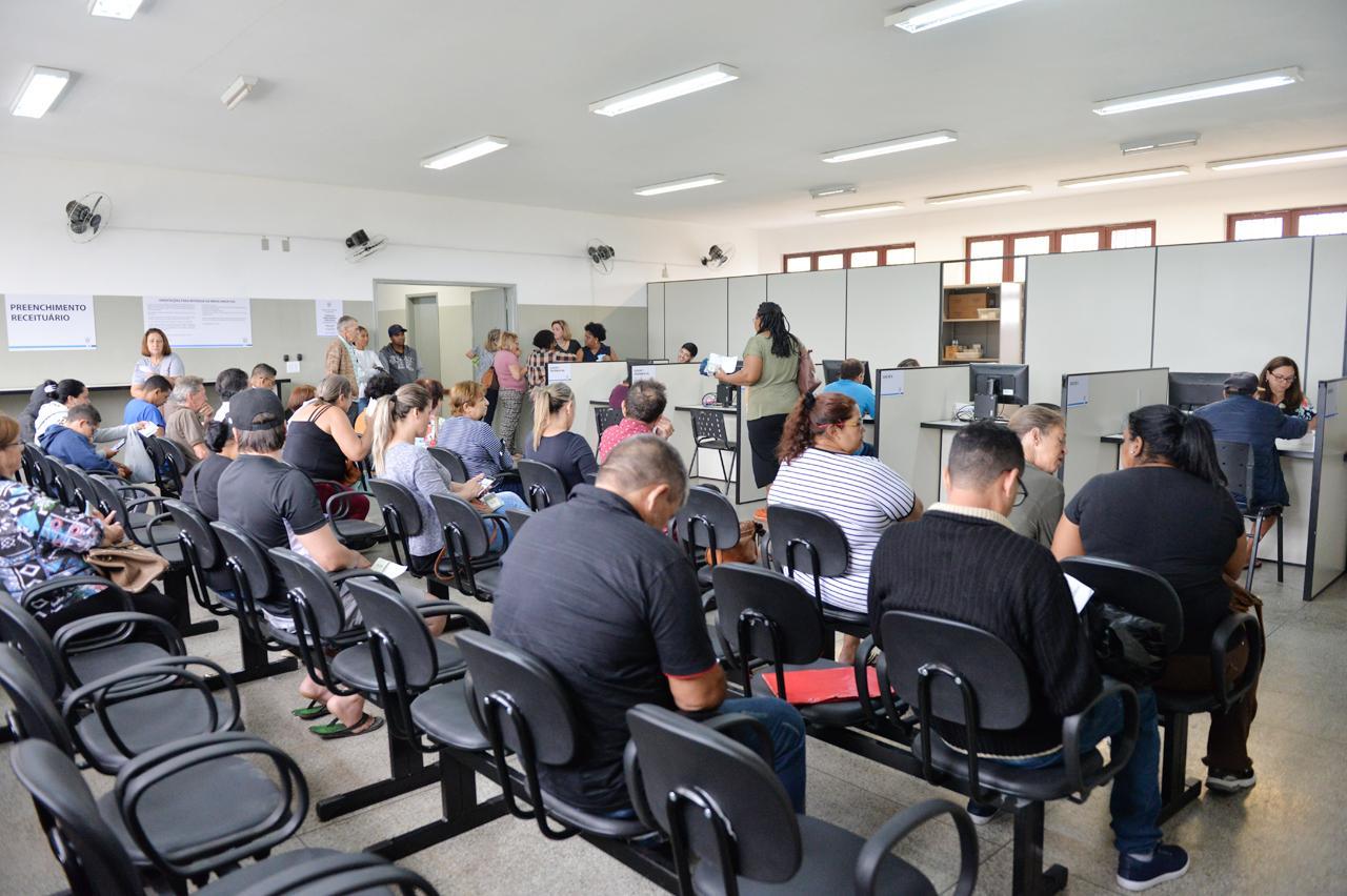 Revitalizada, farmácia em Limeira que atende 500 por dia ganha em qualidade
