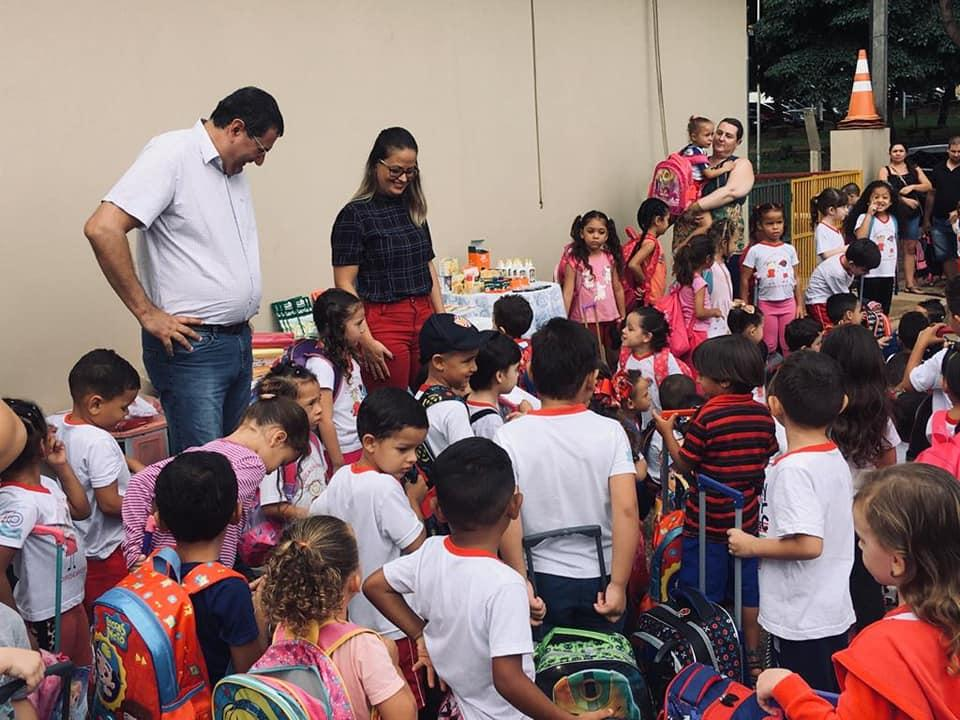 Prefeitura de Cordeirópolis realiza entrega de novos uniformes e materiais nos CEIs