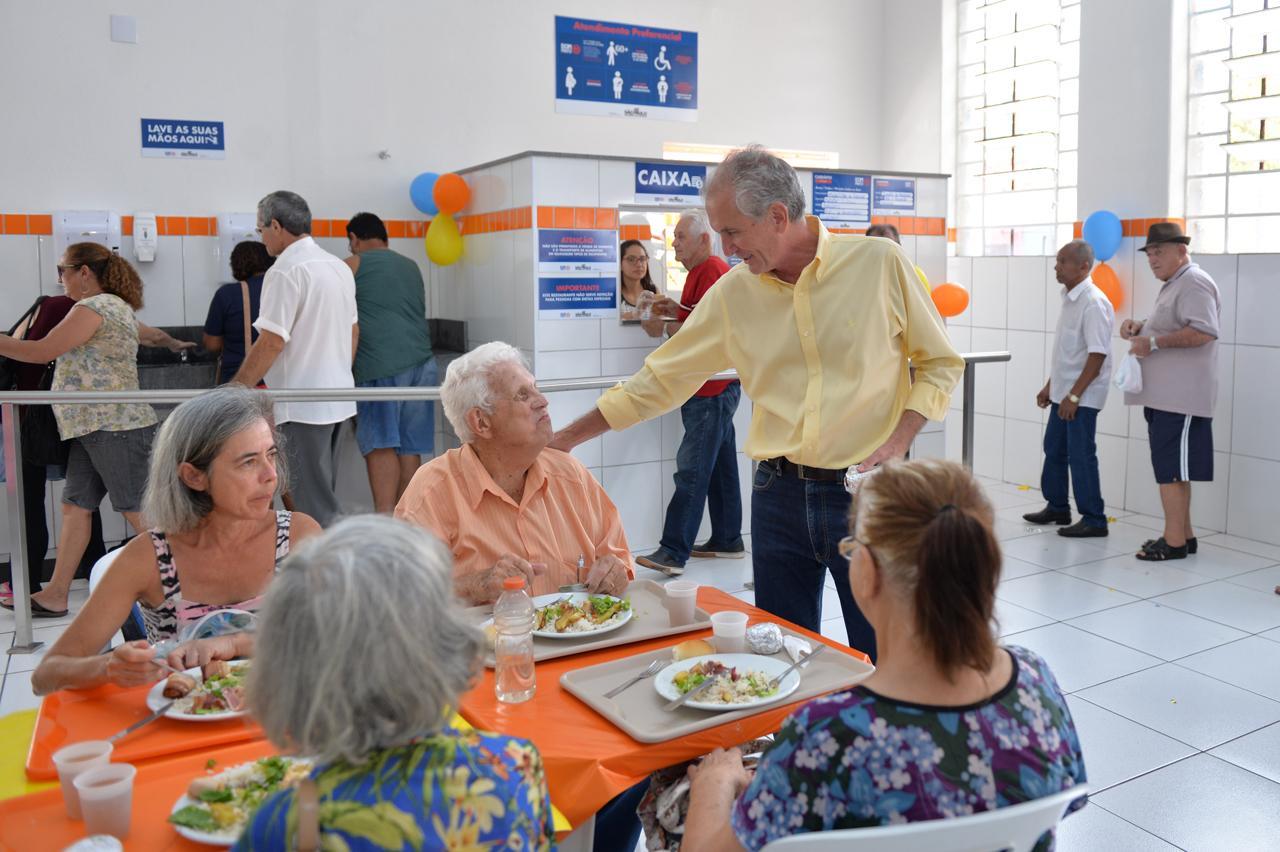 Prefeito de Limeira participa de aniversário do Bom Prato