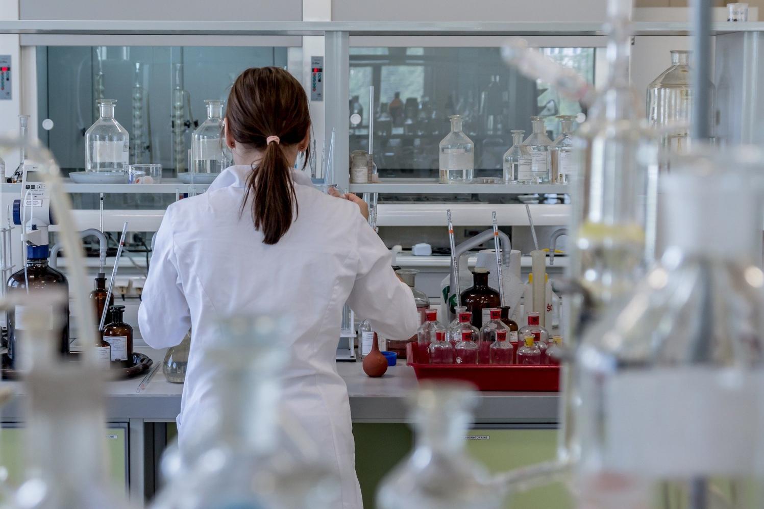 Governo de SP faz sequenciamento genético inédito de coronavírus na América Latina