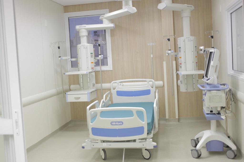 Doria entrega novos leitos de UTI no Hospital das Clínicas em São Paulo