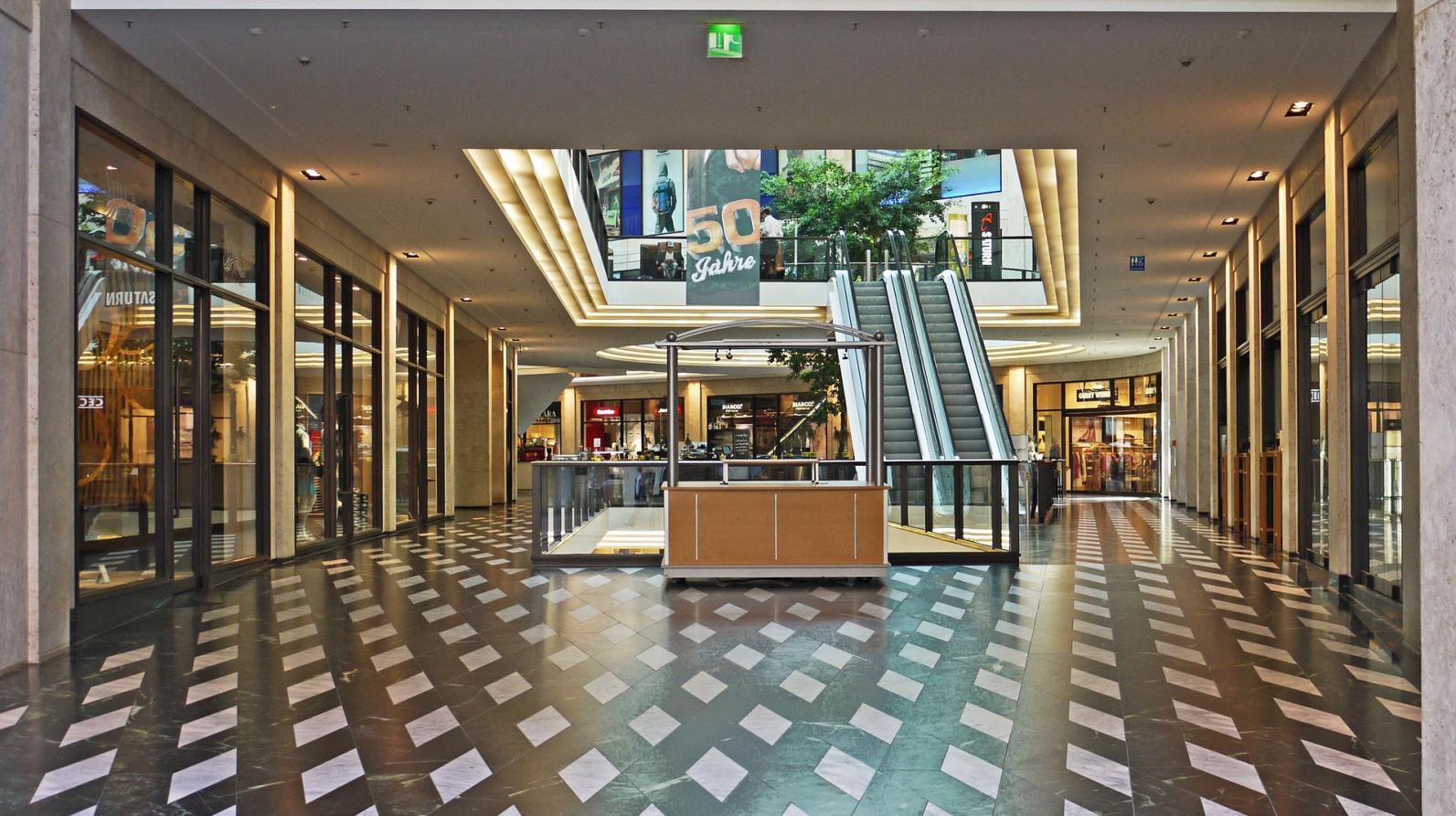 Lojistas de shopping centers devem negociar acordos individuais para isenção ou suspensão temporária de alugueis e taxas por conta do coronavírus, recomenda especialista