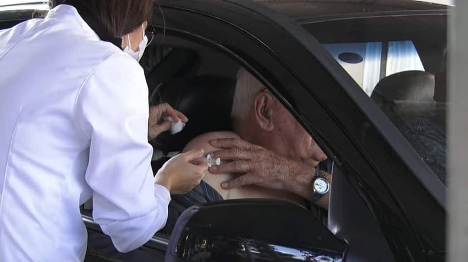 Em campanha na praça, Cordeirópolis sai na frente na prevenção à gripe para idosos