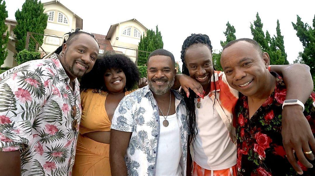 Grupo Negritude Júnior lança vídeo clipe da nova música de trabalho 'Te Espero Aqui'