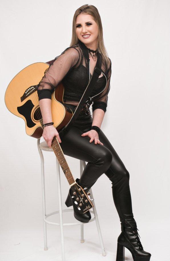 """Diana Bristot divulga a música """"Som da nossa história"""""""