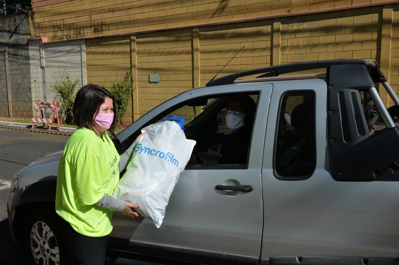 Campanha do Agasalho em Limeira arrecada mais de 2 mil peças no primeiro drive-thru