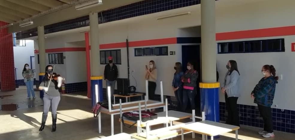 Serenatas ao vivo agitam manhã de segunda-feira nas escolas municipais e CEIs de Cordeirópolis
