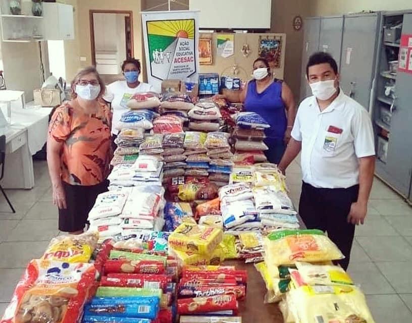 ACESAC recebe doações de alimentos arrecadados no Desfile Solidário