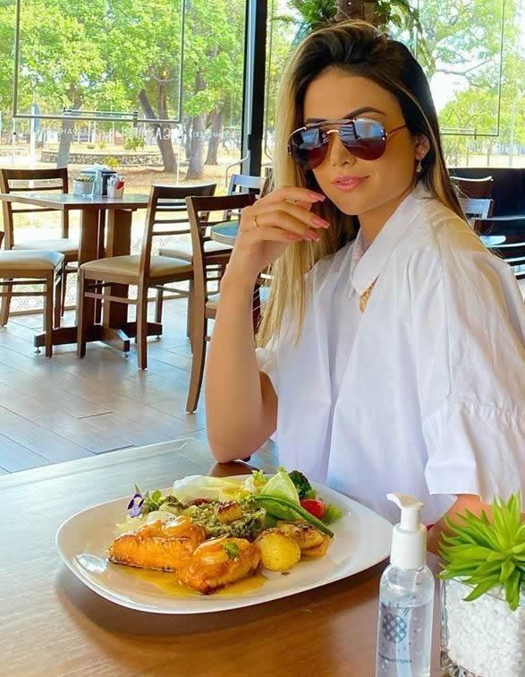 Digital Influencer Enoara Monteiro encanta seguidores nas redes sociais
