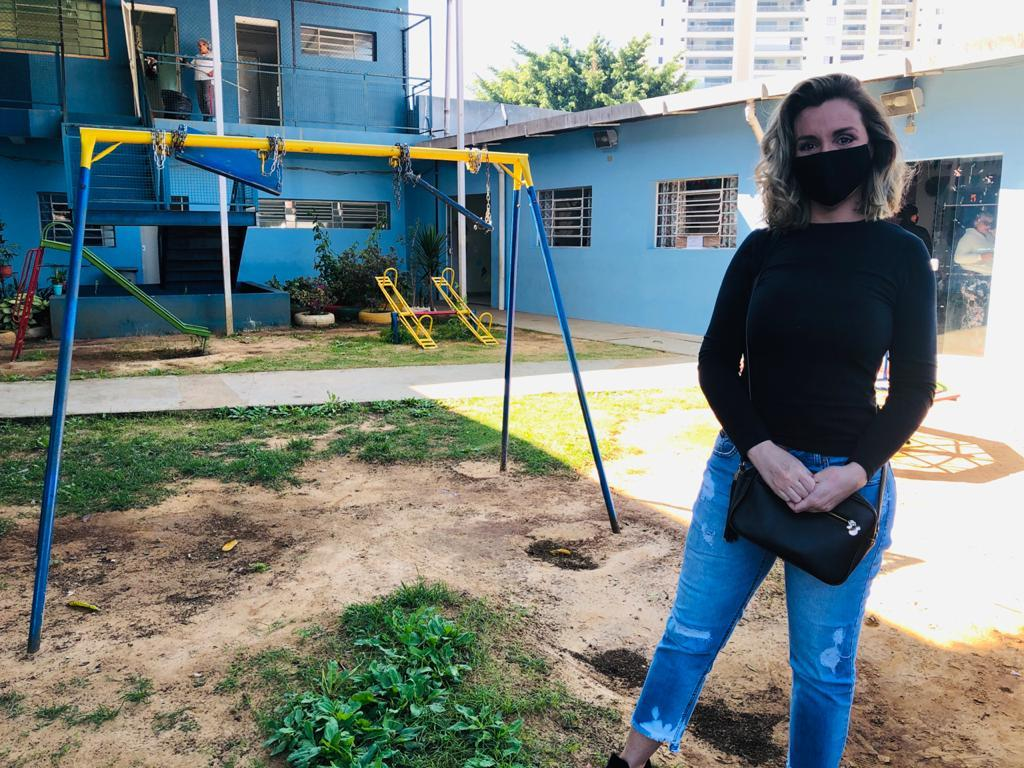Renata Banhara participa de ação solidária que levou pizzas para Mulheres Vítimas de Violência