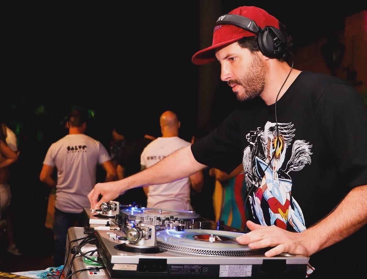 DJ Vilanova se apresenta no projeto