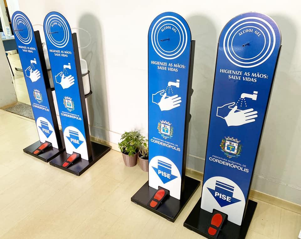Totens de álcool gel são instalados em espaços públicos de Cordeirópolis