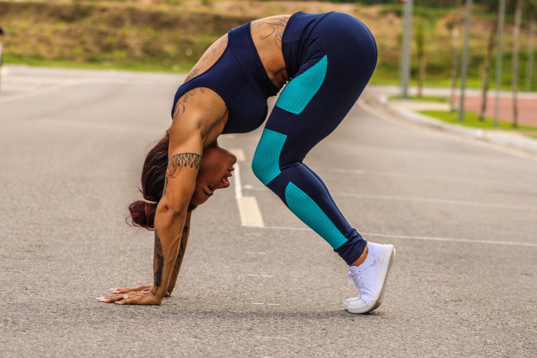 Musa fitness aponta quatro exercícios para quem ainda não se sente seguro na academia