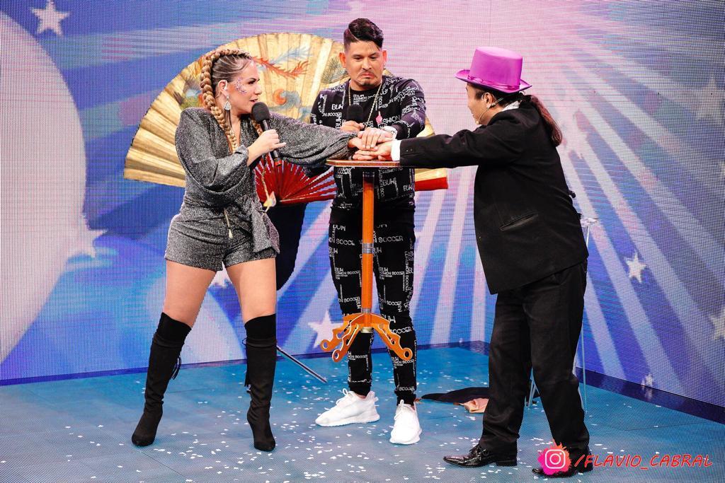 Apresentadora Flavinha Cheirosa comanda Live do Vovô Raul Gil, com direção do filho Raulzinho