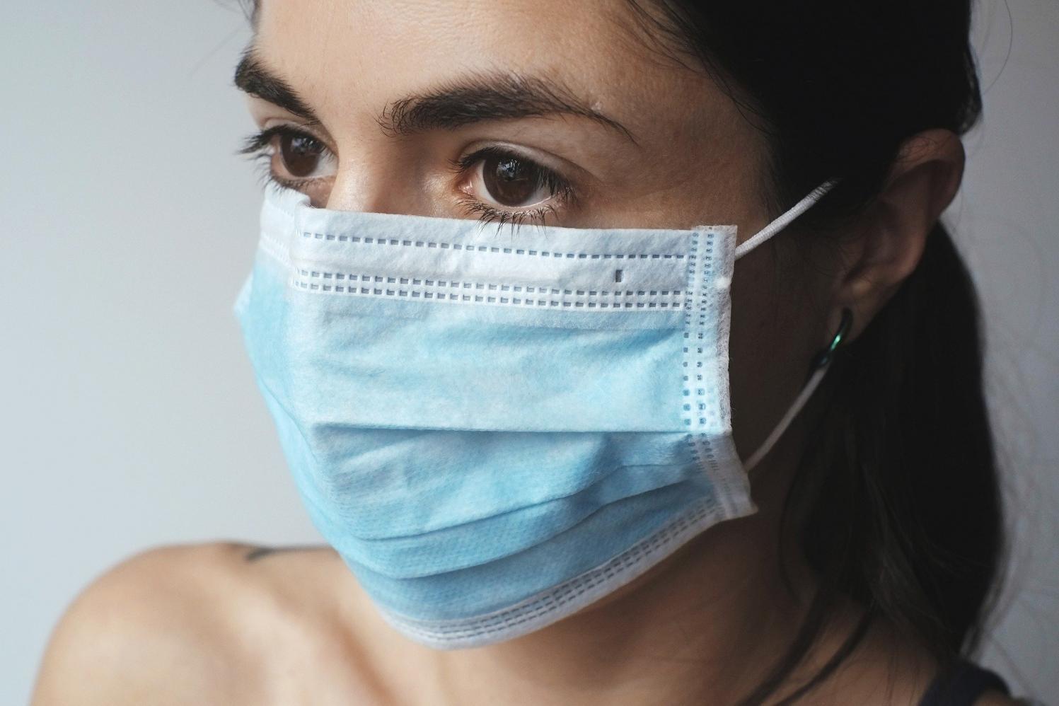 Com média semanal abaixo de 100 mortes, SP volta a patamar de abril