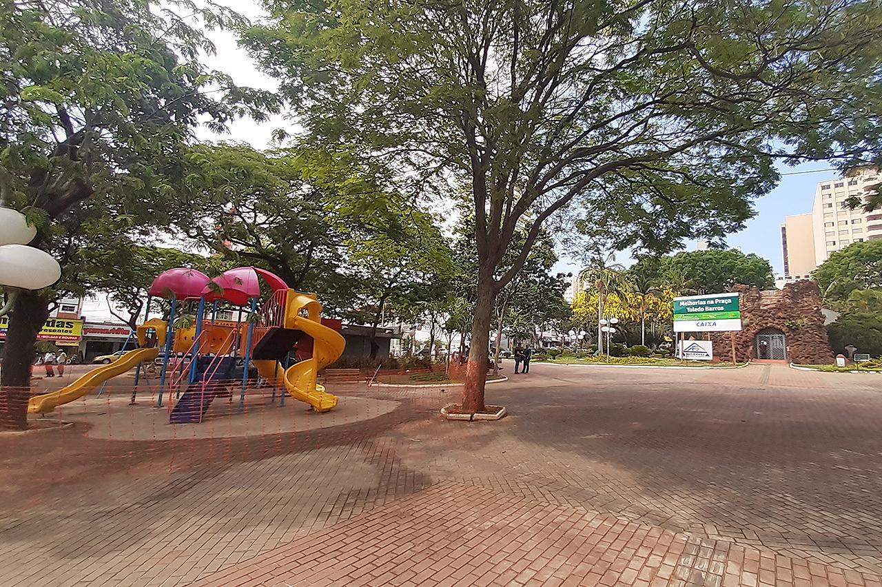 Lago da Gruta da Paz em Limeira passa por revitalização; novo deck é instalado no local