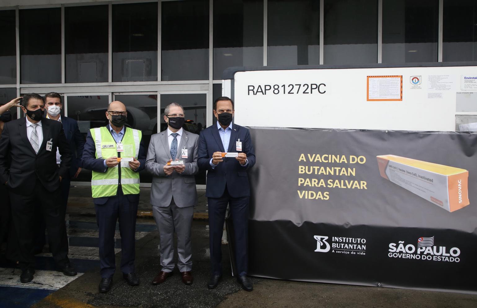 São Paulo recebe primeiras 120 mil doses da Coronavac