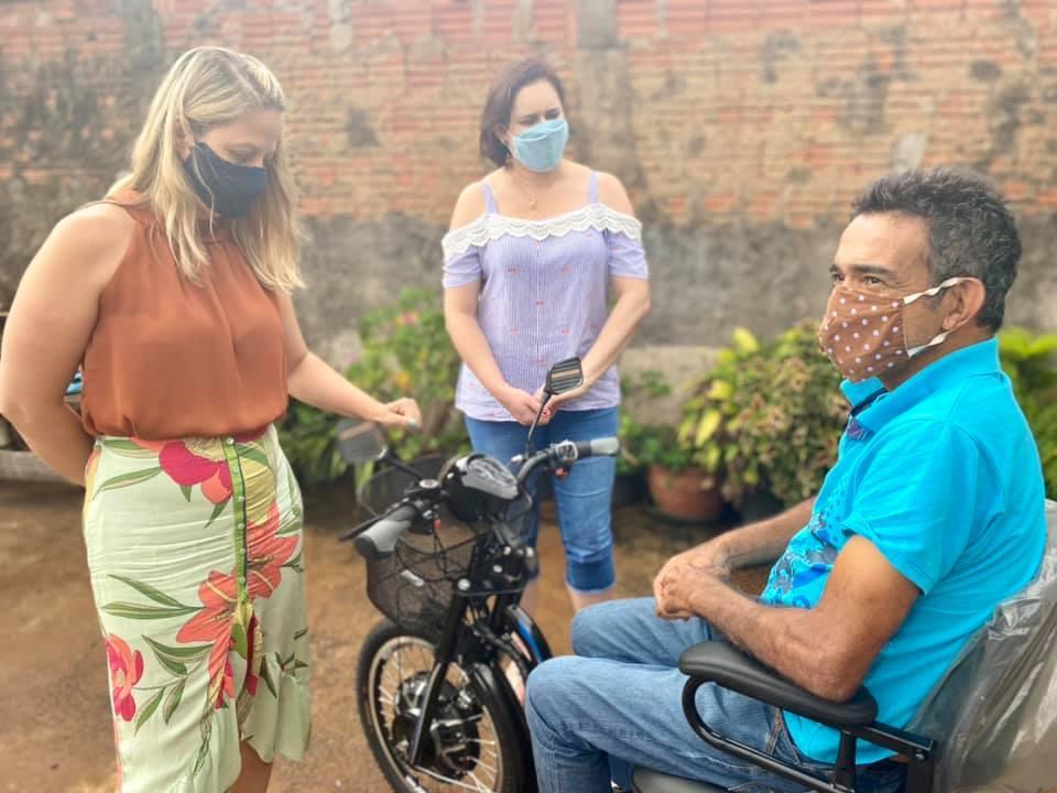 Fundo Social entrega triciclo adaptado à morador cordeiropolense
