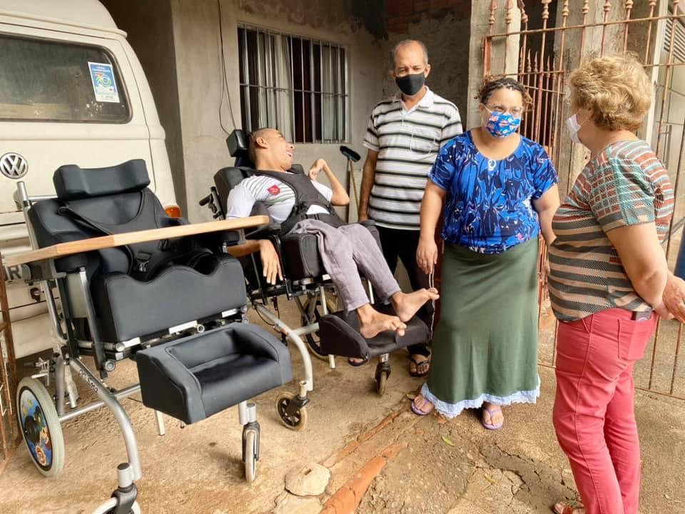 Fundo Social de Solidariedade realiza mais uma entrega de cadeira de rodas em Cordeirópolis
