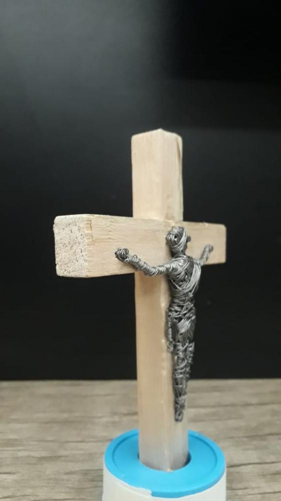 Jovem de Cordeirópolis vende Crucifixos para ajudar no tratamento do câncer