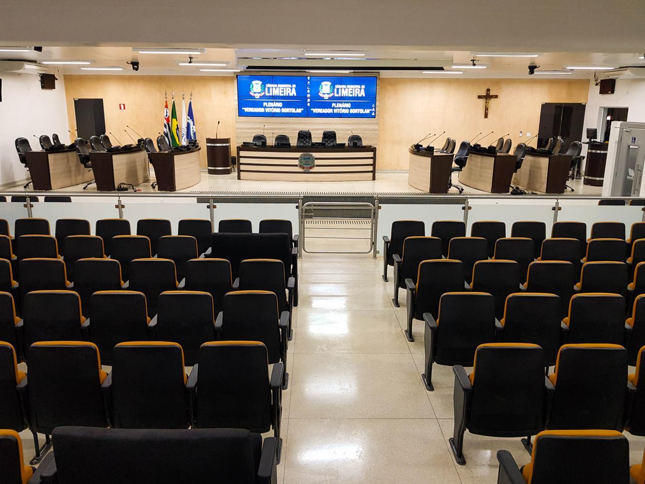 Vereadores, prefeito e vice-prefeita de Limeira serão empossados em sessão restrita aos eleitos