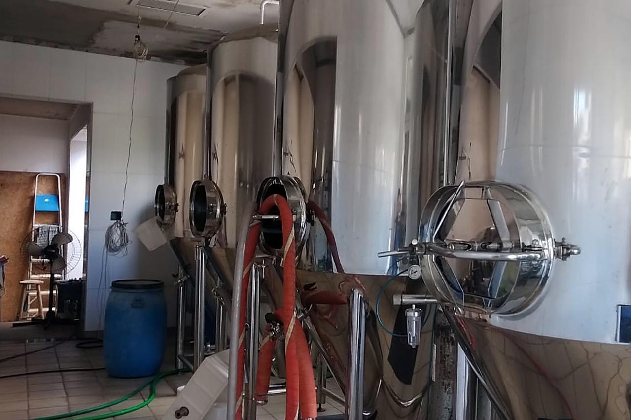 Vigilância interdita equipamentos de fábrica de chopp artesanal em Limeira