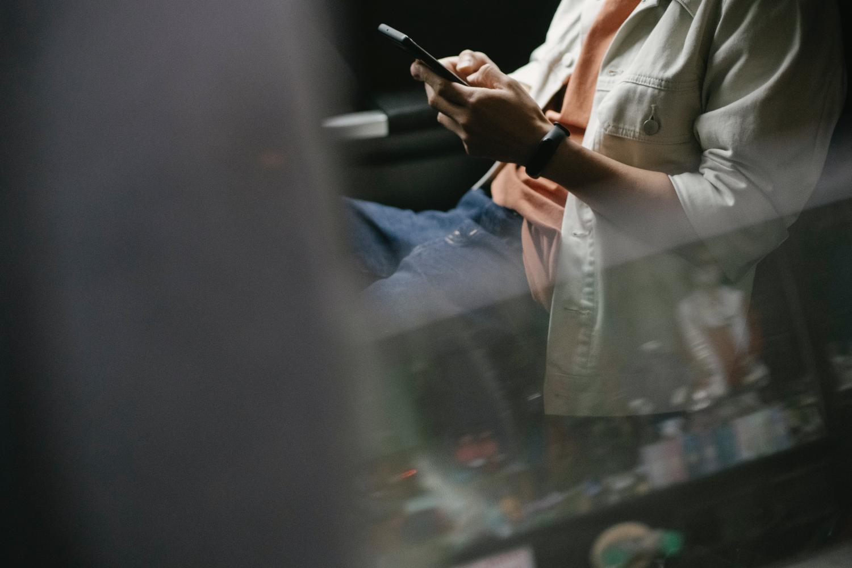 Evite cair em golpes que chegam por SMS
