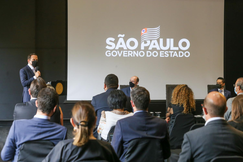 Governo de SP apresenta programa de volta às aulas na rede estadual a 645 prefeitos
