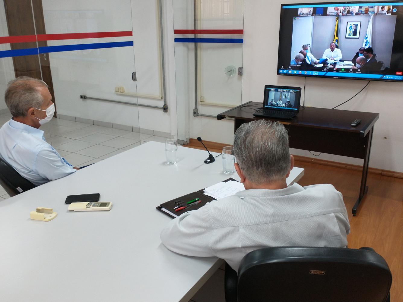 Prefeito, vice e secretário participam de reunião com ministro