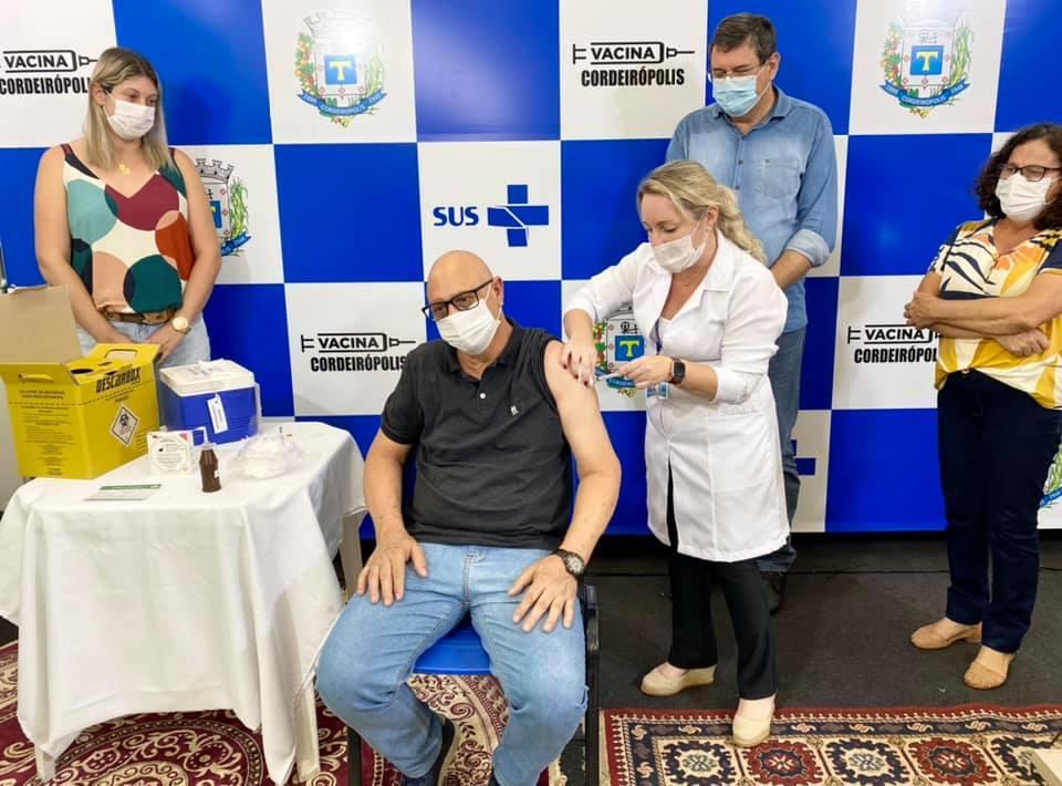 Primeiro morador é vacinado contra a Covid-19 em Cordeirópolis