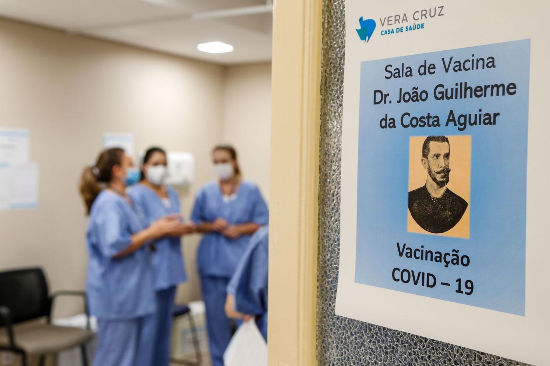 Vera Cruz Hospital inicia vacinação de seus profissionais contra a Covid-19