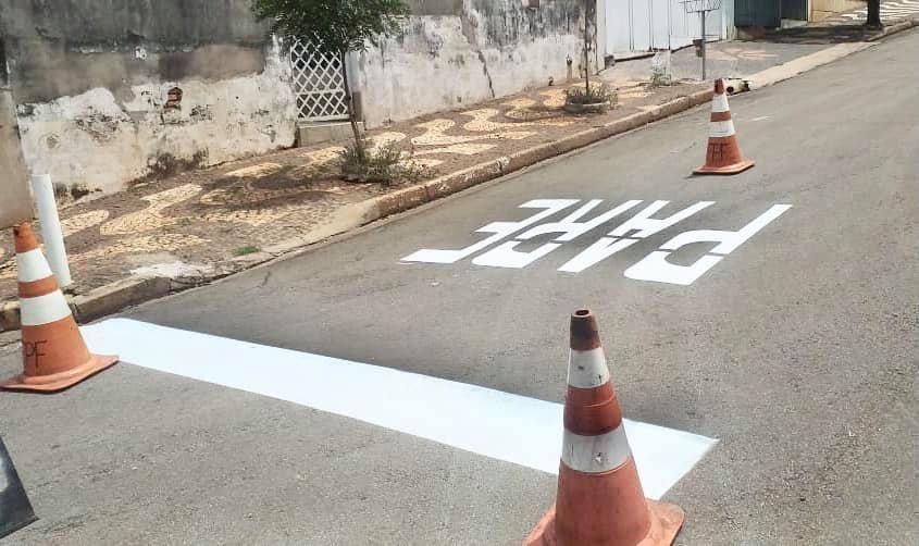 Prefeitura de Cordeirópolis reforça sinalização horizontal na Vila Nova Brasília