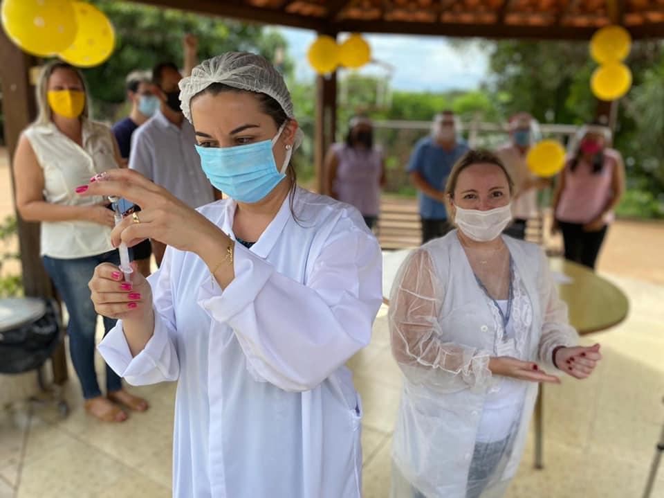 Covid-19 - Equipe da Saúde vacina idosos do Lar dos velhinhos em Cordeirópolis