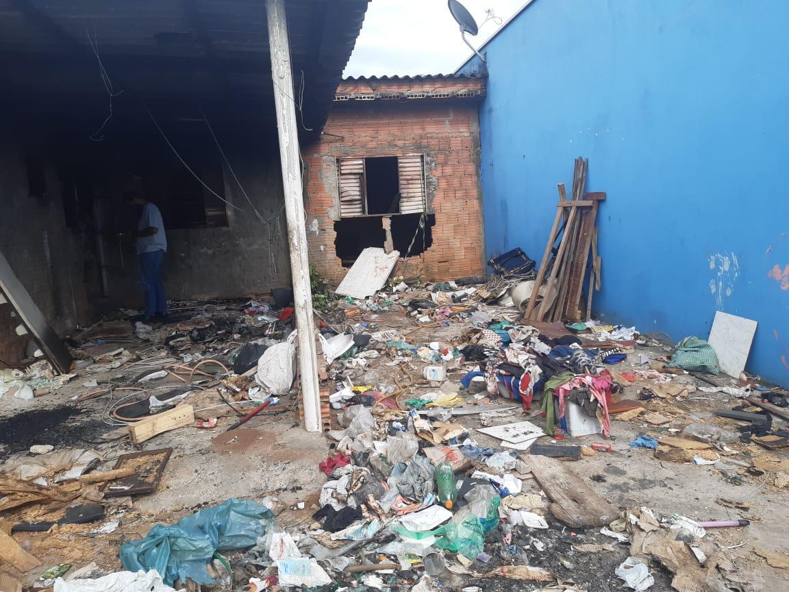 Prefeitura de Limeira realiza limpeza compulsória em imóvel no Jd. Alto do Flamboyant
