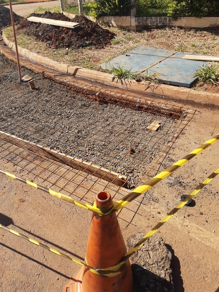Avenida Aristeu Marcicano em Cordeirópolis recebe melhorias com novas canaletas de concreto