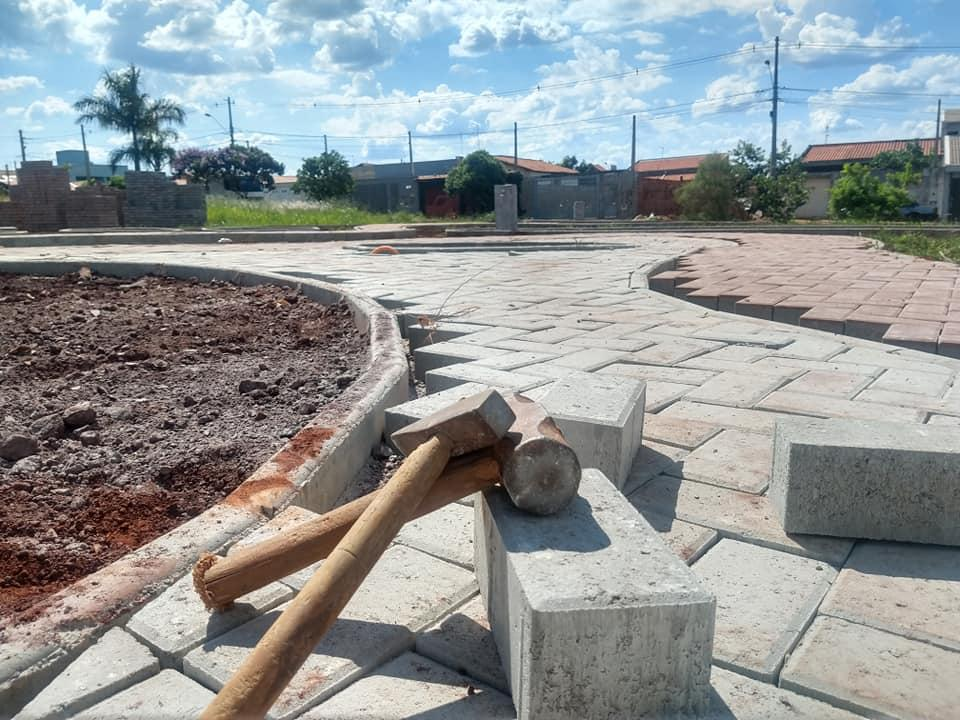 Construção da Praça do Jardim São Francisco em Cordeirópolis já está 60% concluída