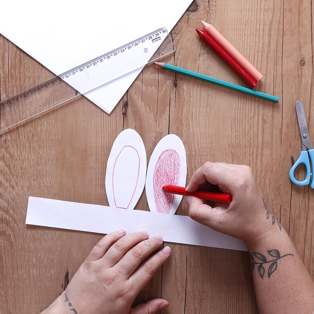Aprenda a fazer orelha de coelho com papel sulfite e criatividade para aproveitar a Páscoa