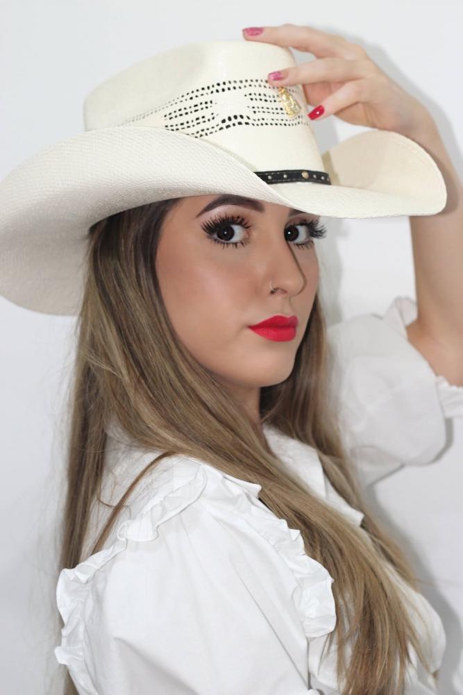 Carol Franco lança sua primeira música autoral