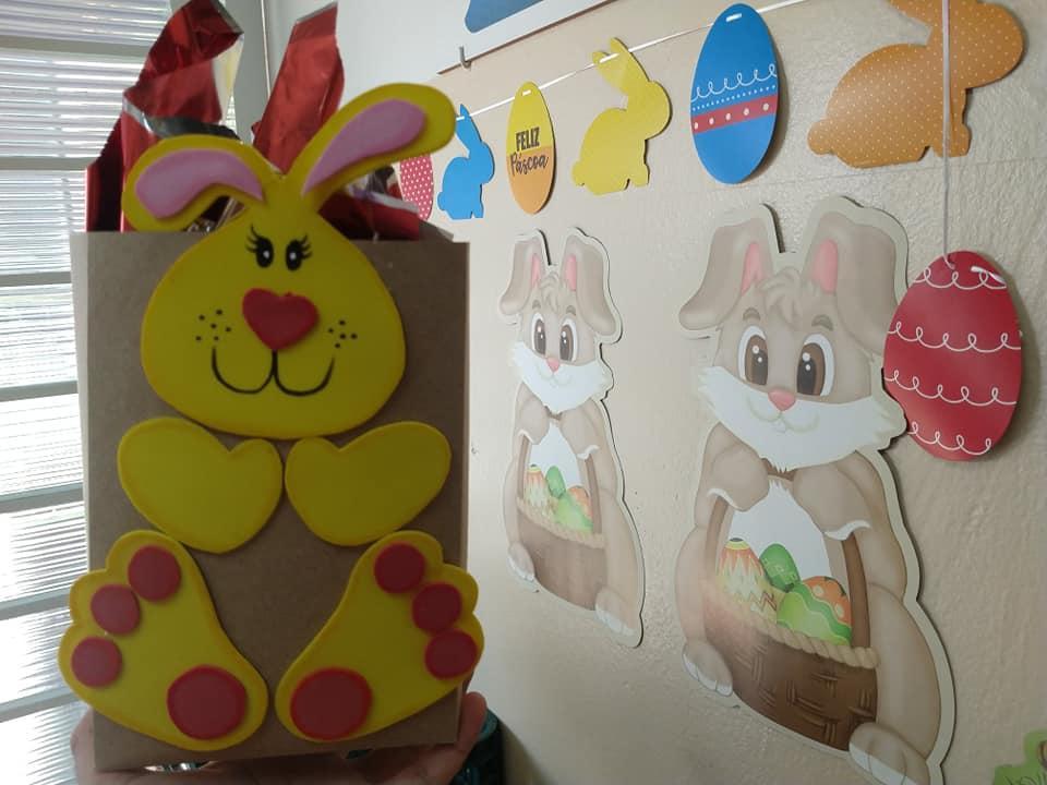 Prefeitura de Cordeirópolis entrega 3 mil ovos de páscoa e cestas de alimentos para alunos