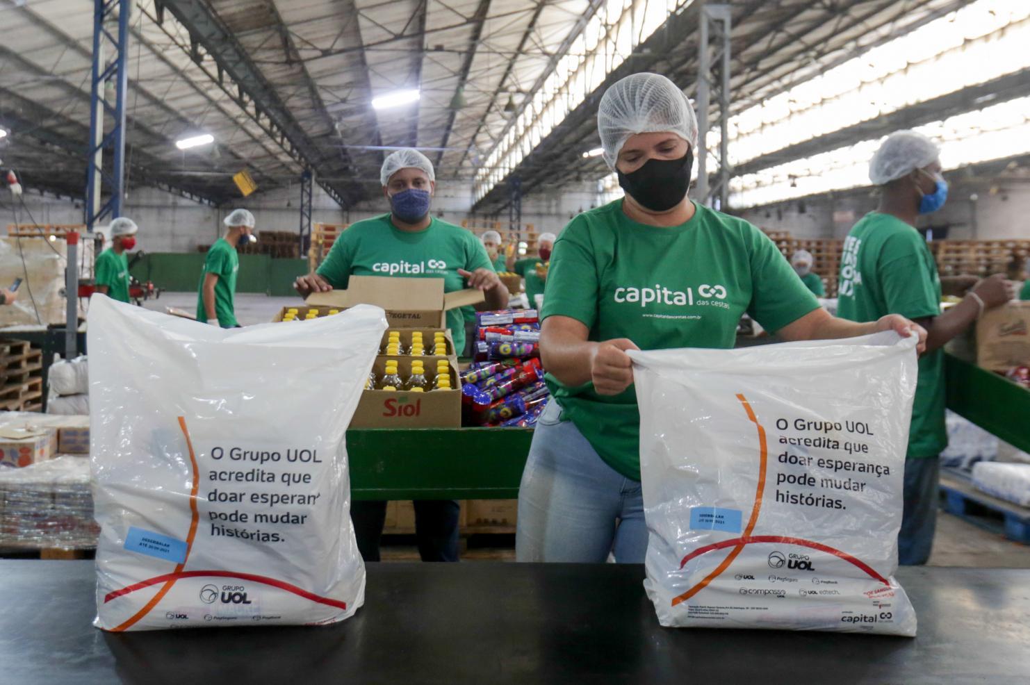 Grupo UOL doa 50 mil cestas básicas para famílias em vulnerabilidade pelo Brasil