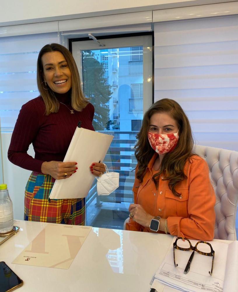 Solange Frazão e Larissa Manoela, realizam visita surpresa na nova clinica de estética da Dra Kátia Volpe