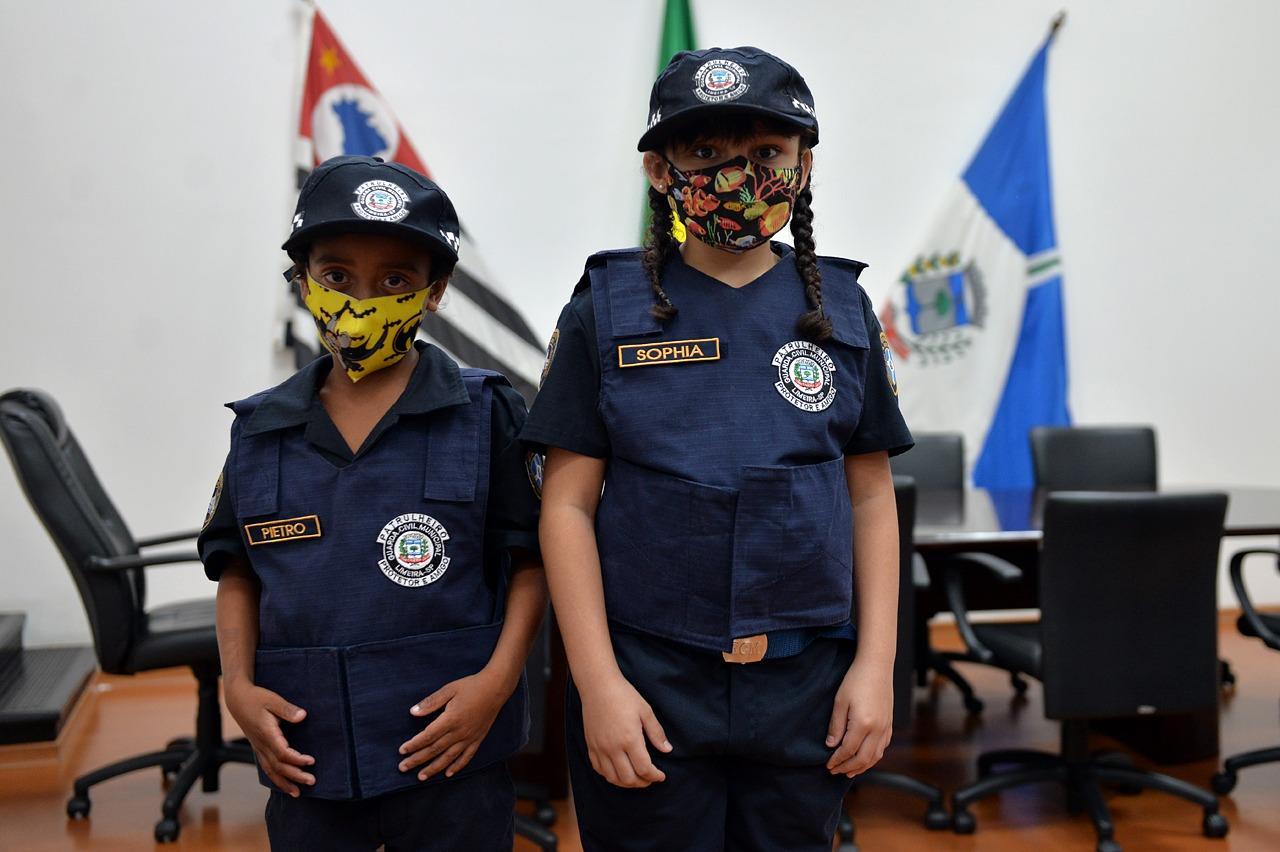Crianças ganham uniforme completo da GCM de Limeira