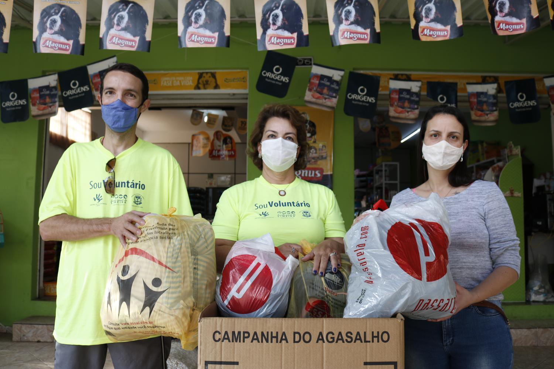 Fundo Social de Limeira realiza drive-thru da Campanha do Agasalho Pet