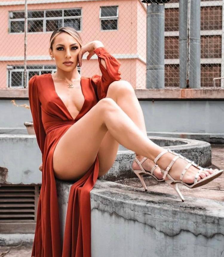 Influencer Mylena Vanucci reflete todas as cores do orgulho de ser quem é