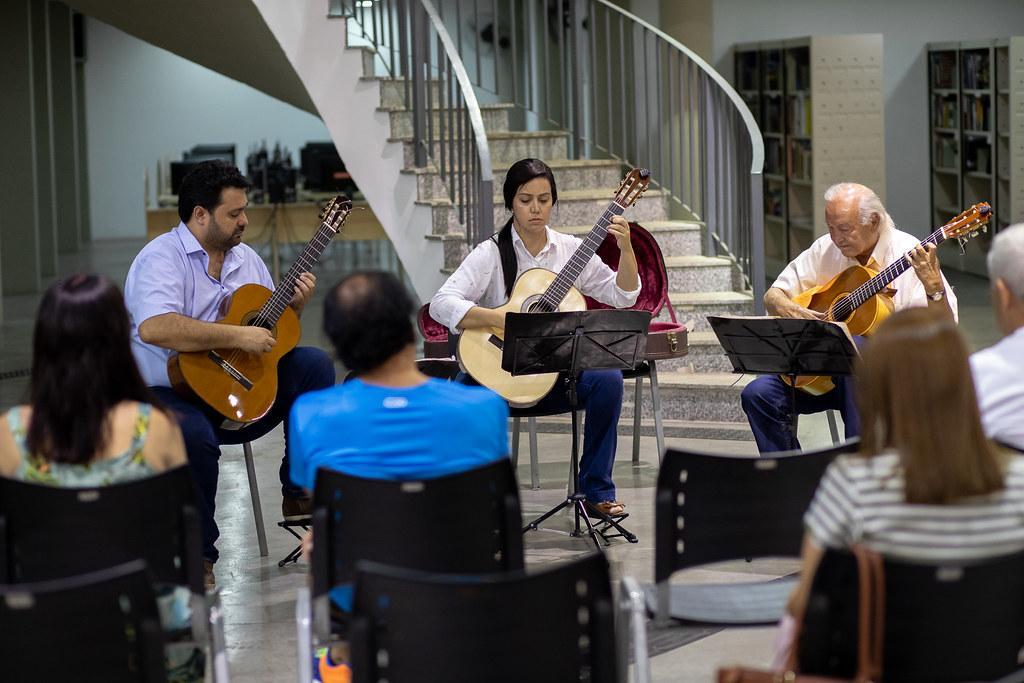 Violões Artes Trio fará show online nesta quinta-feira (01)