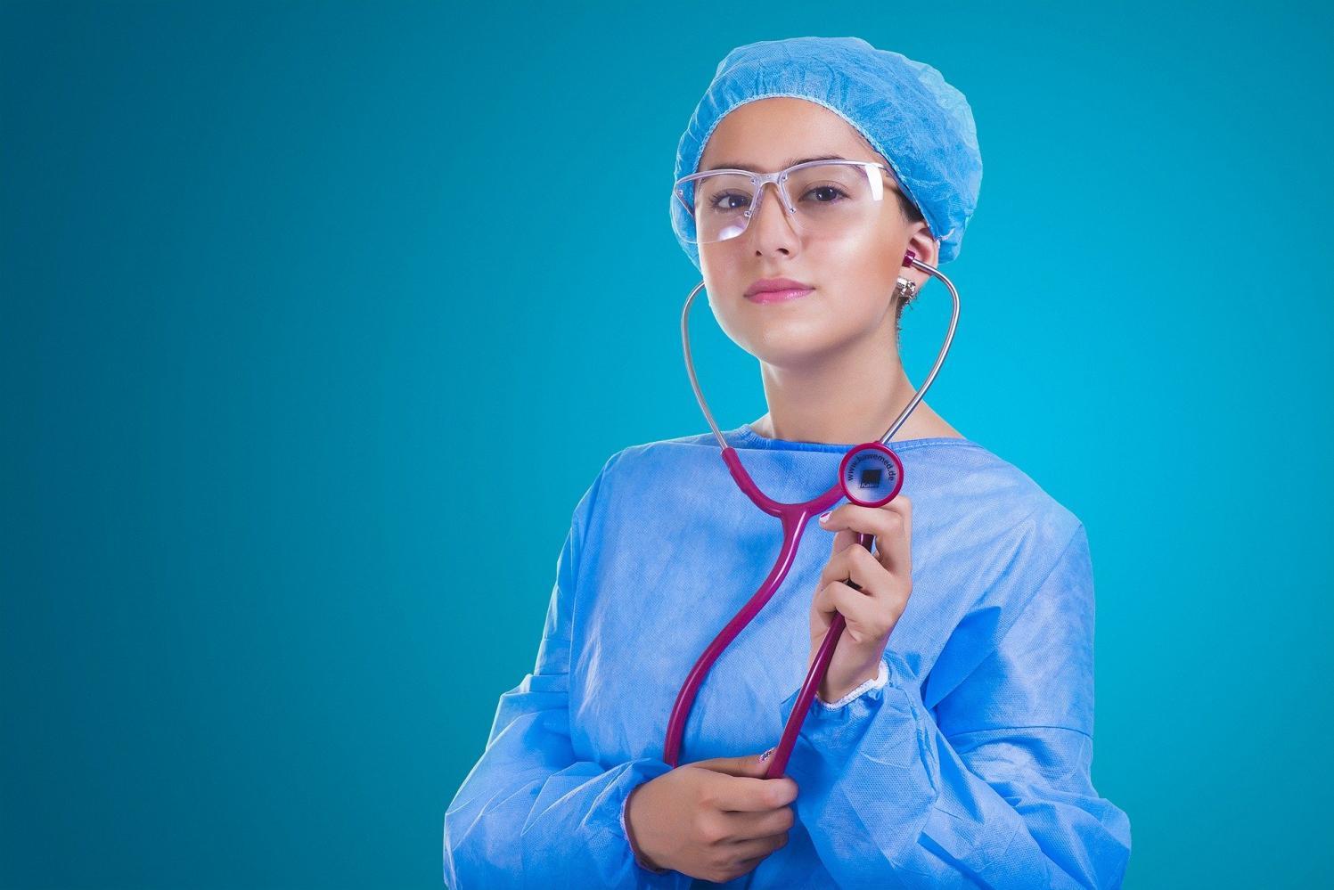 Plano de saúde é o terceiro item de desejo na lista de prioridades do brasileiro