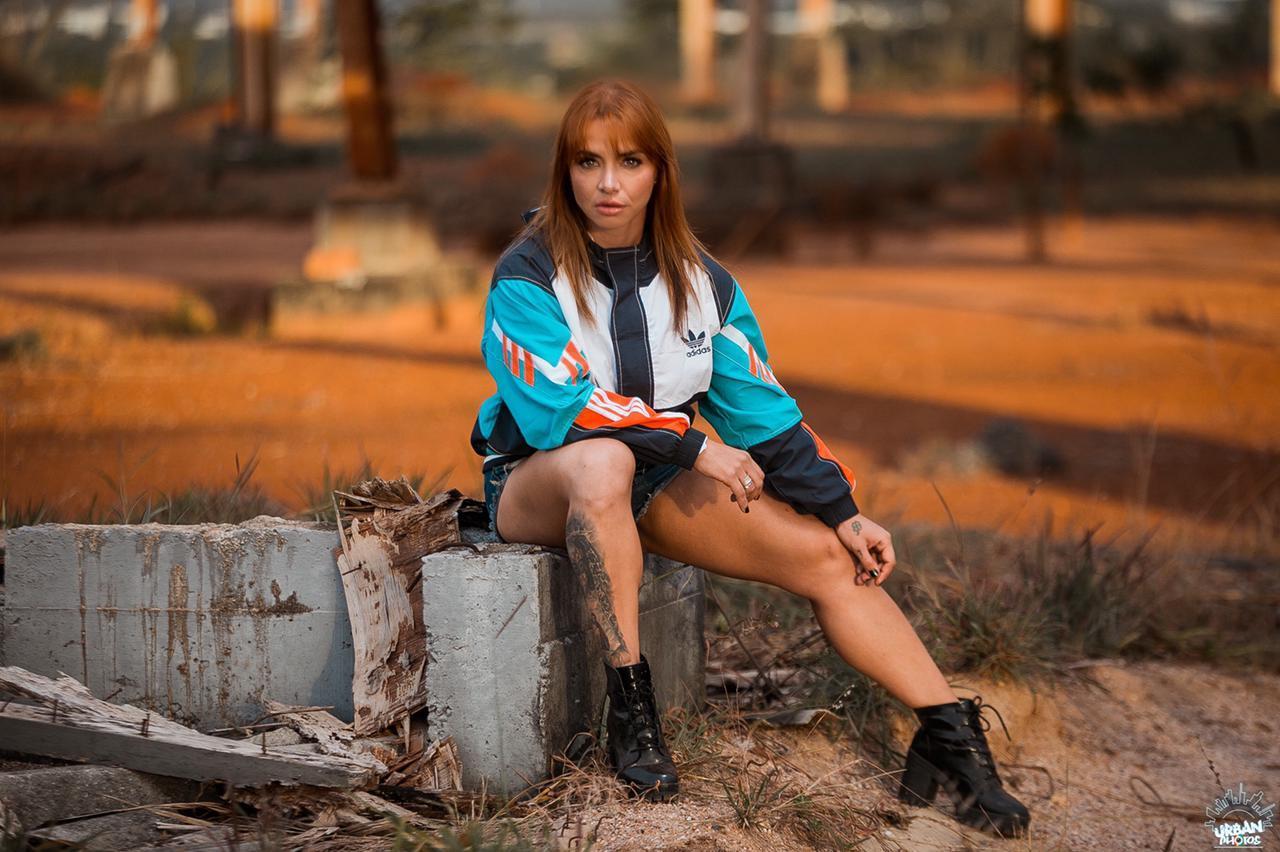 De olho no próximo campeonato, atleta fitness Júlia Menezes realiza novo ensaio fotográfico